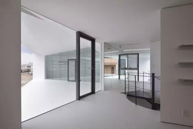 多层次棱体 - 名古屋设计公司办公室