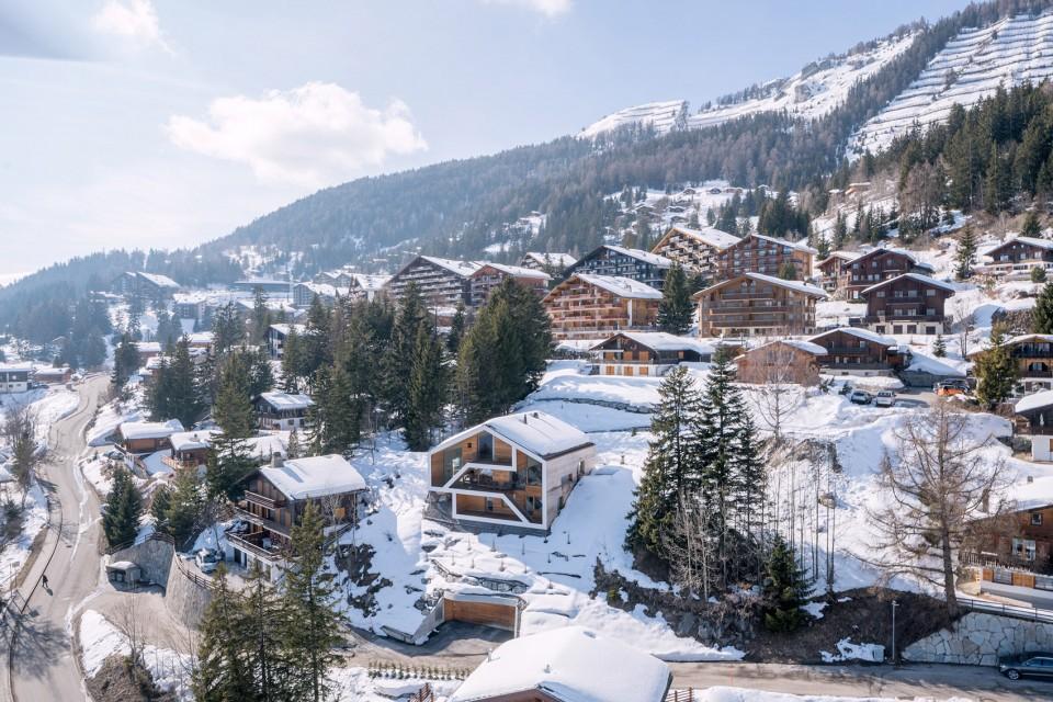 传统外壳下的新空间-瑞士山区住宅设计