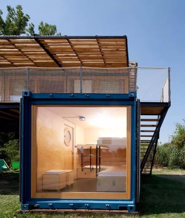 创意无限~集装箱改造成自由多变的美美度假屋!